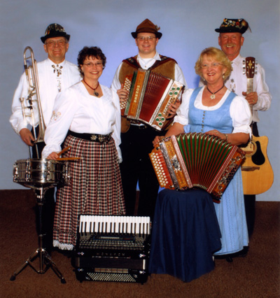 photo of the Loenig Family German Band
